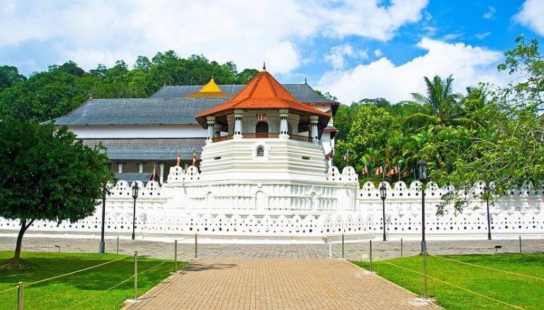 Temple-of-the-Tooth-Sri-Lanka